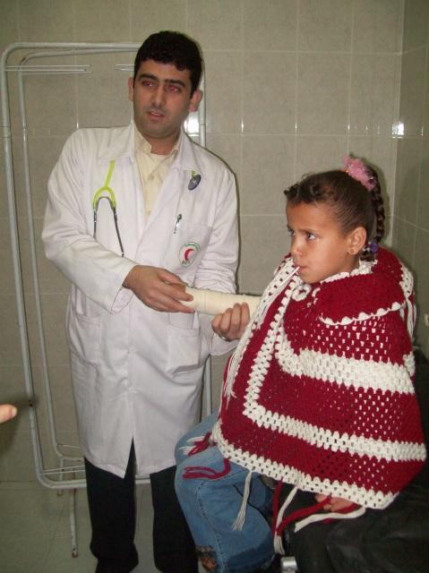 Dr Tariq examining Saja's gunshot wound